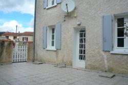 adequat : Maison avec cour et garage