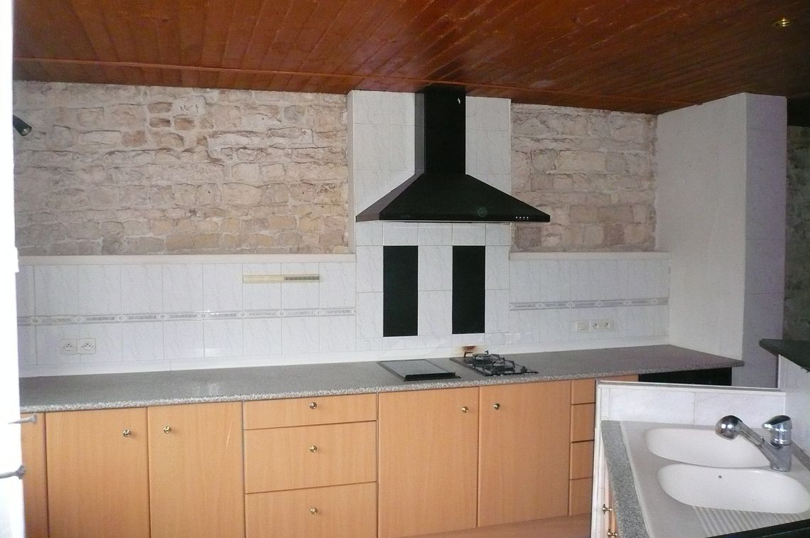 Beaux volumes pour cette maison de 3 chambres avec cour et balcon
