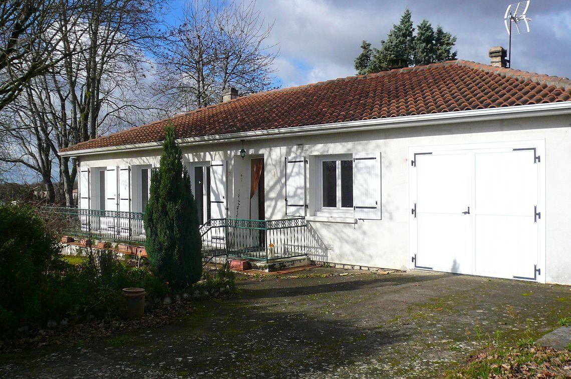 Maison de plain-pied avec beau jardin