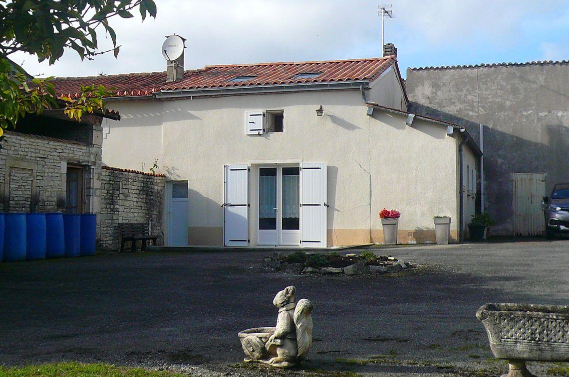 Maison de village avec grange et grand jardin
