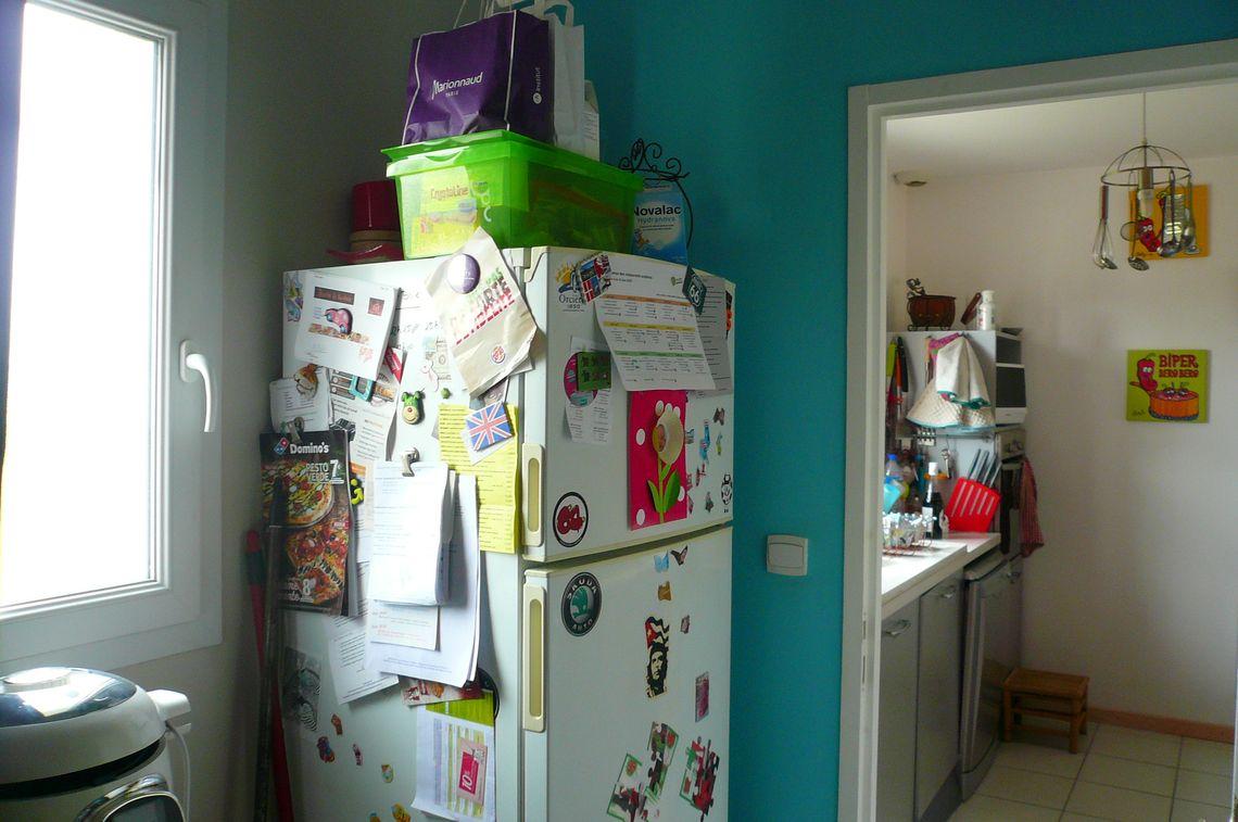 Agencement intérieur de cette maison de plain-pied récente et fonctionnelle