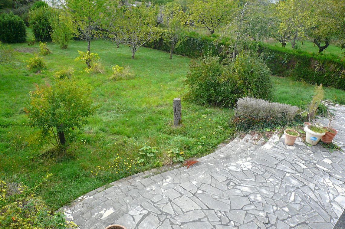 Grande maison avec jardin proche des commodités