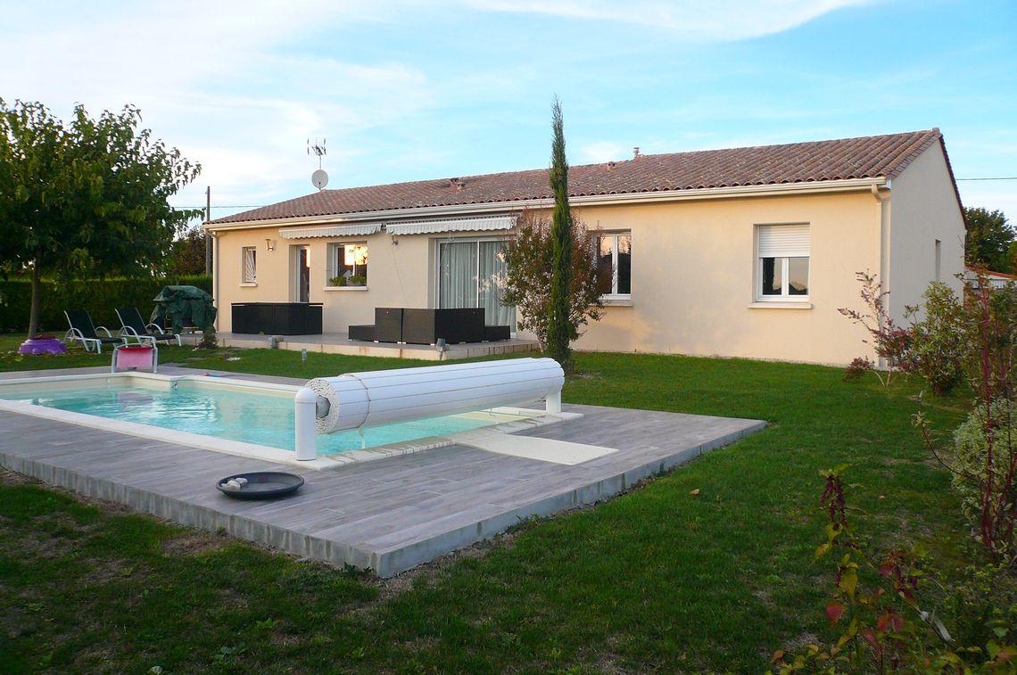Son jardin avec piscine