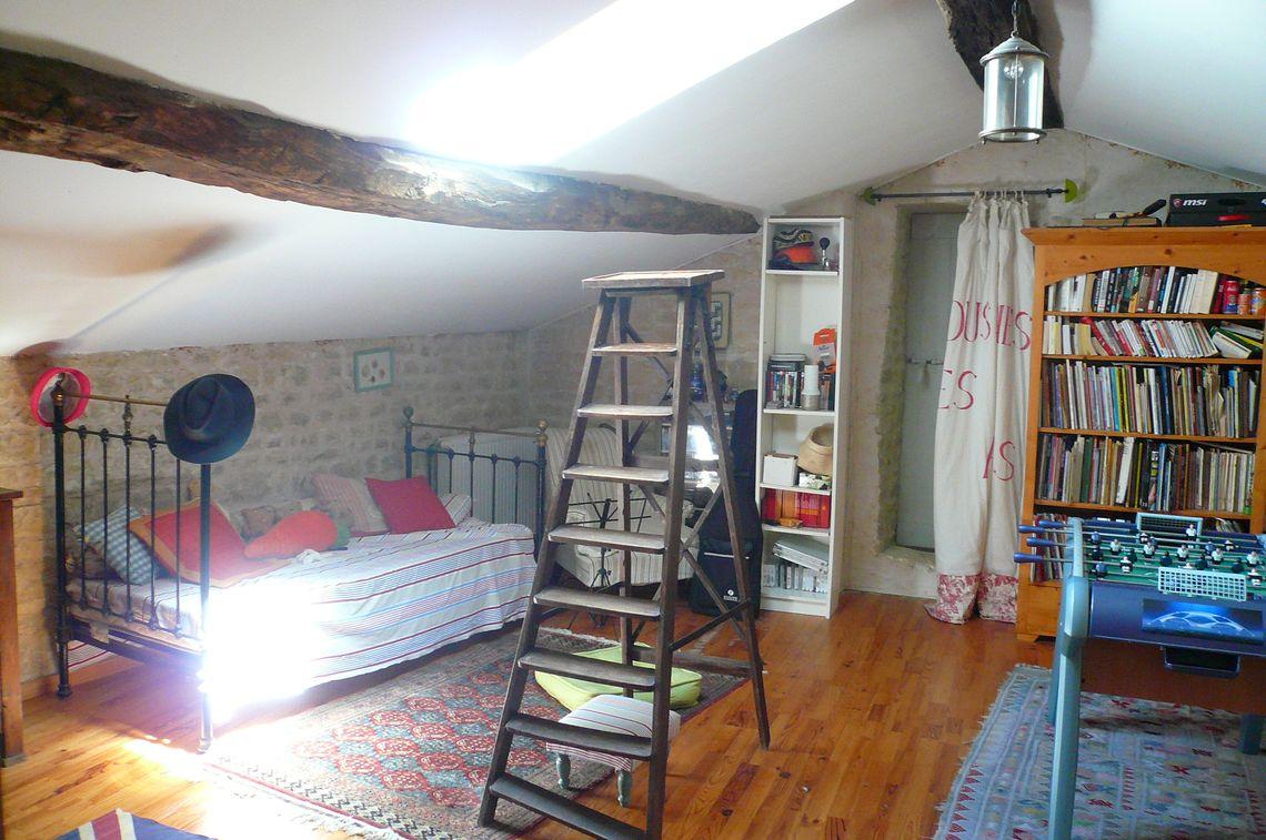 Descriptif de cette maison de caractère avec 6 chambres et dépendances