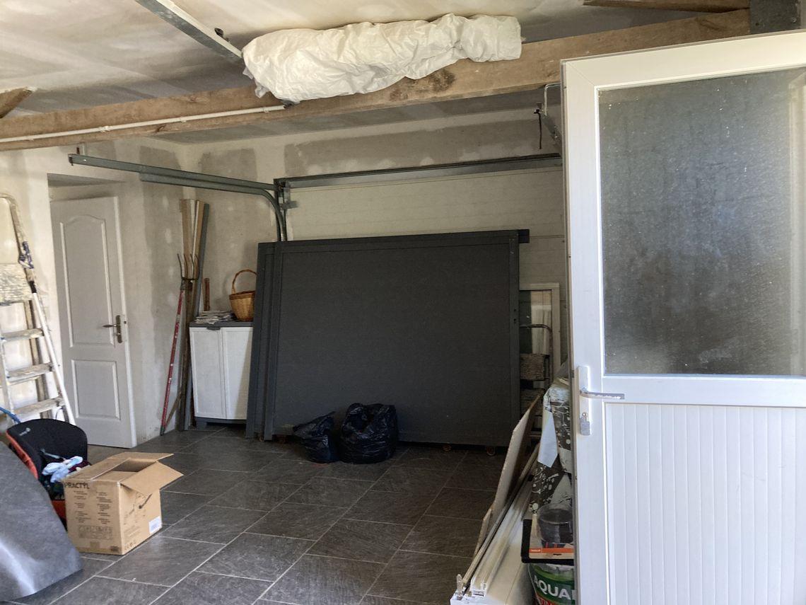 Dépendances et situation de cette maison rénovée