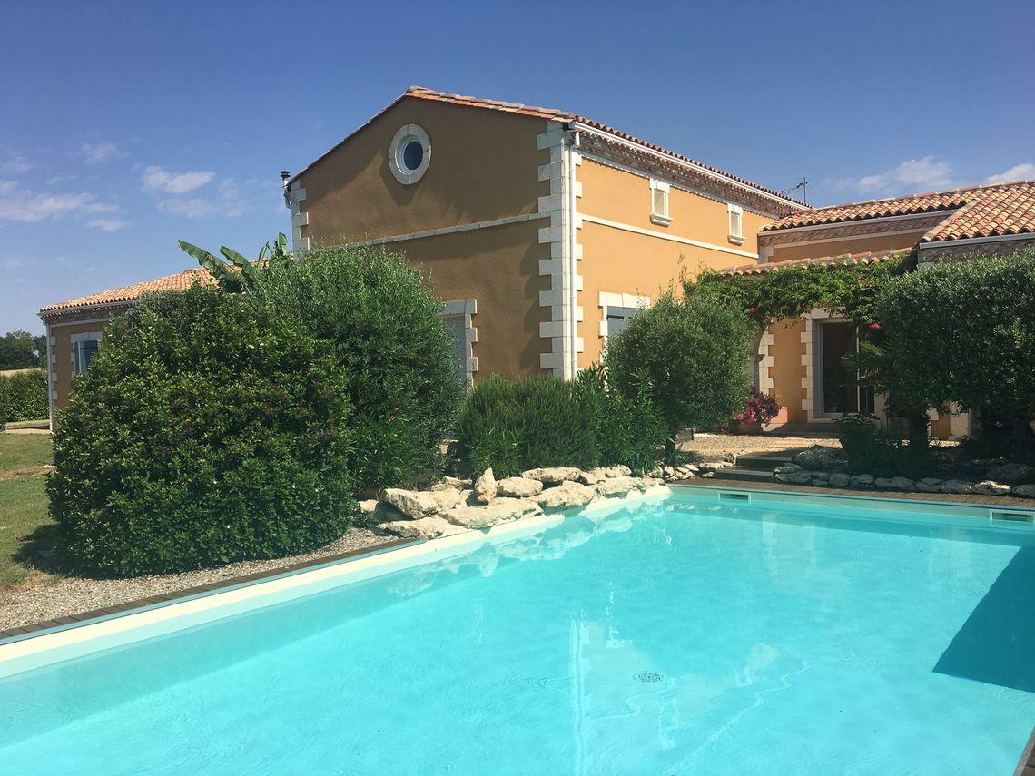 Craquez pour cette villa de type méditerranéen avec piscine