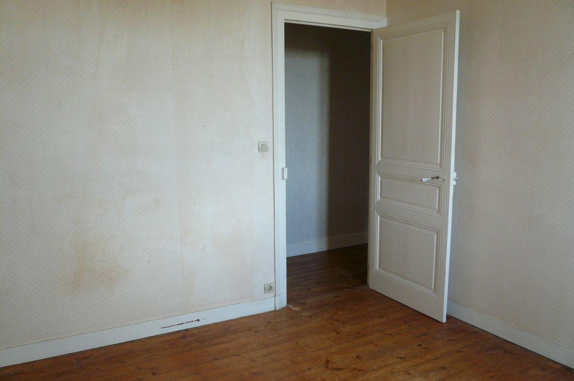 Un étage en 2 volumes et 2 accès :