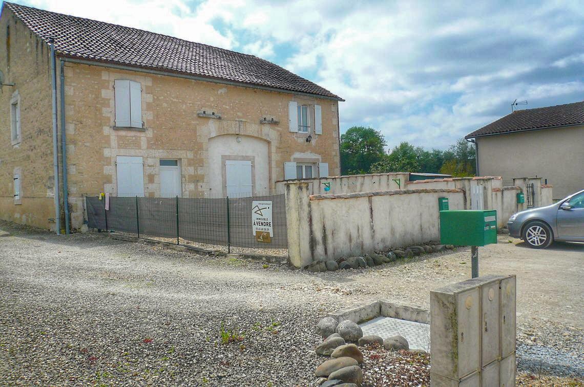 Grange rénovée en Immeuble de rapport constitué de 3 logements T3 loués.