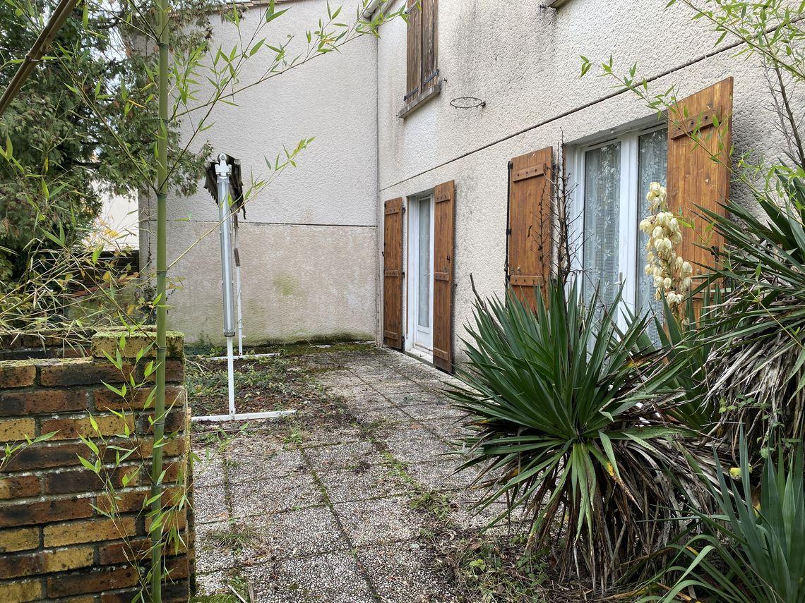 Environnement de cette maison de quartier avec jardin