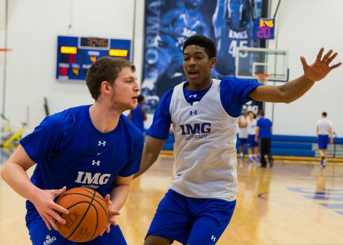 Quel stage de Basket choisir à la IMG Academy Basketball ?